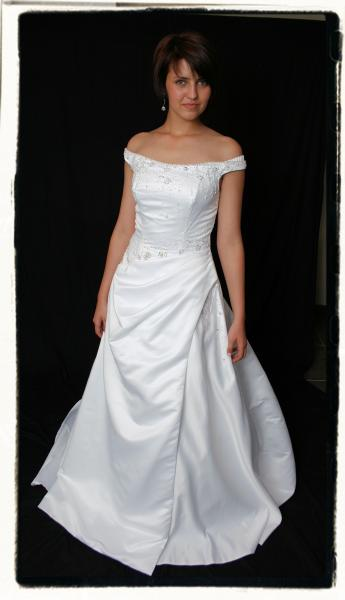 wd4y9436-wedding-dressesgownstrourokke