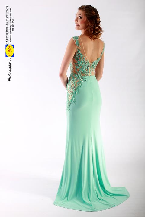 md95813-form-fitted-dresses-back